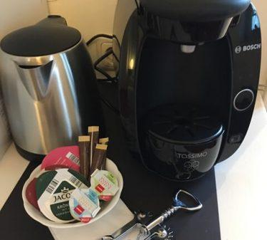 Suite 1: Tassimomaschine und Getränkekapseln zur Auswahl