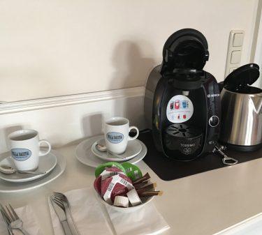 Suite 12: Tassimomaschine und Heißgetränkepulver zur Begrüßung