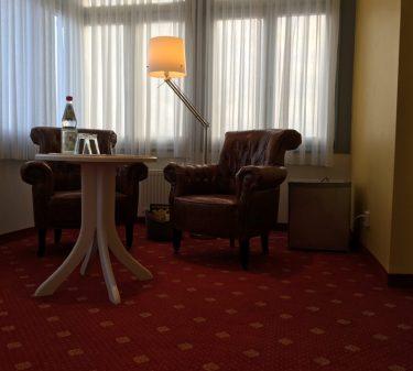 Zimmer 7: Wintergarten Sitzecke