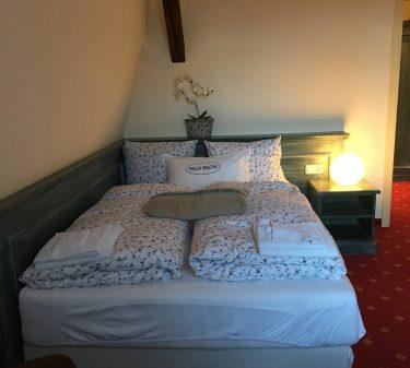 Zimmer 8: französisches Bett